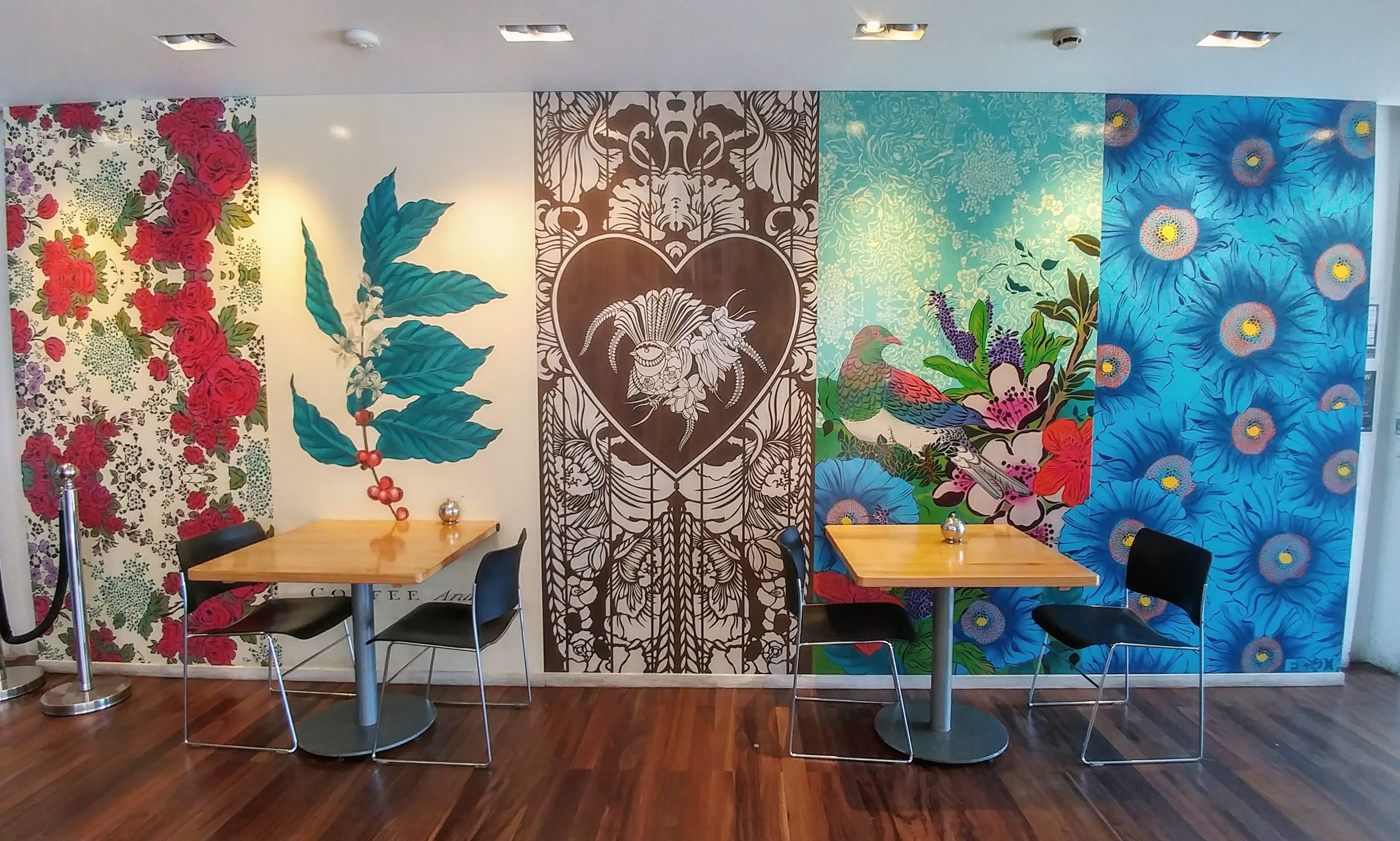 The most common decorating style we've seen around Auckland are murals. This one is in Tartine Café.